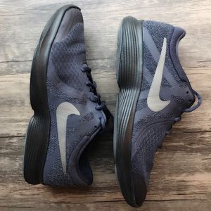 Shoes - Nike athletic shoes